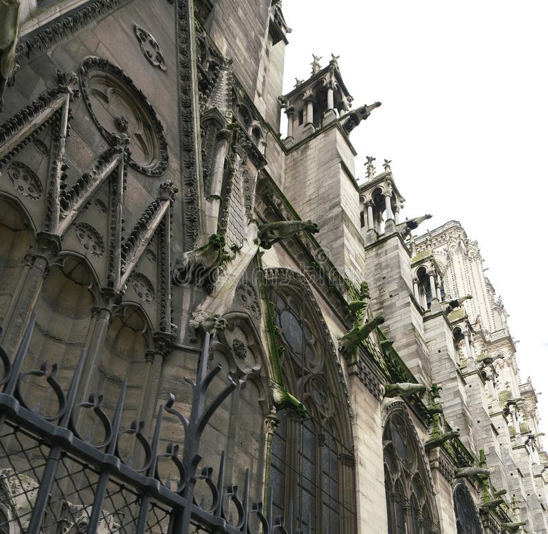 Gargouilles bij een kerk in Frankrijk royalty-vrije stock foto's
