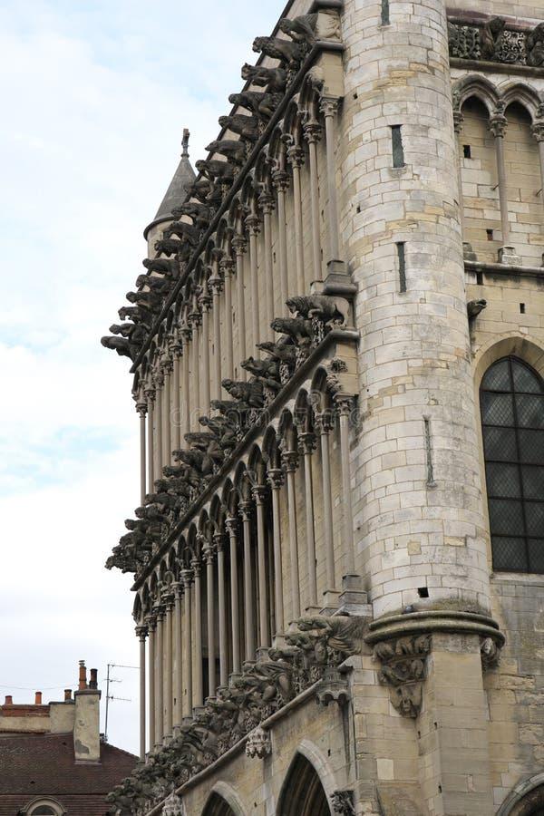 Gargouilles op de westelijke voorgevel van Eglise Notre-Dame DE Dijon stock afbeeldingen