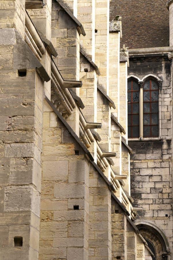 Gargouilles op de westelijke voorgevel van Eglise Notre-Dame DE Dijon of Kerk van Notre-Dame in Dijon, Frankrijk stock afbeeldingen