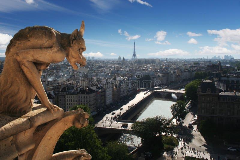 Gargoyle de la catedral de Notre Dame en París foto de archivo