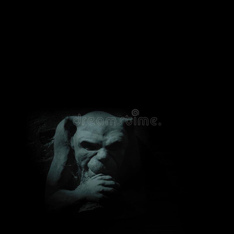Gargoyle en claro de luna imagen de archivo libre de regalías