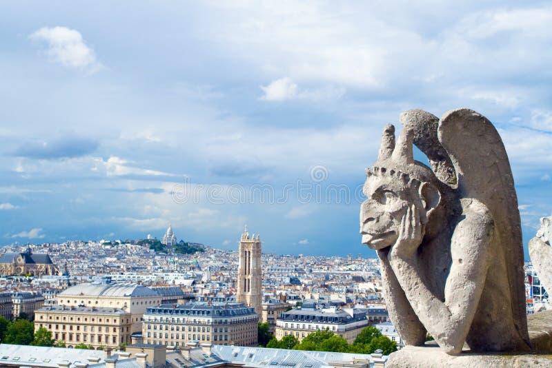 Gargulec Notre Damae spojrzenia Paryż obrazy royalty free