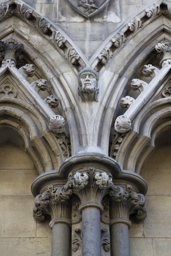 Gargulec rzeźbiący na jeden zewnętrznie ściany opactwo abbey zakładał Benedyktyńskimi michaelitami wewnątrz fotografia royalty free