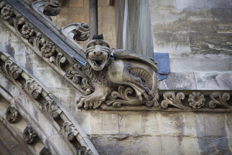 Gargulec rzeźbiący na jeden zewnętrznie ściany opactwo abbey zakładał Benedyktyńskimi michaelitami wewnątrz zdjęcia royalty free