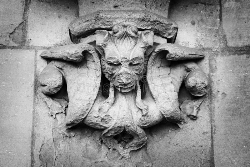 Gargulec rzeźbił na jeden ściany opactwo abbey, Londyn, Anglia, Luty 12, 2018 fotografia royalty free