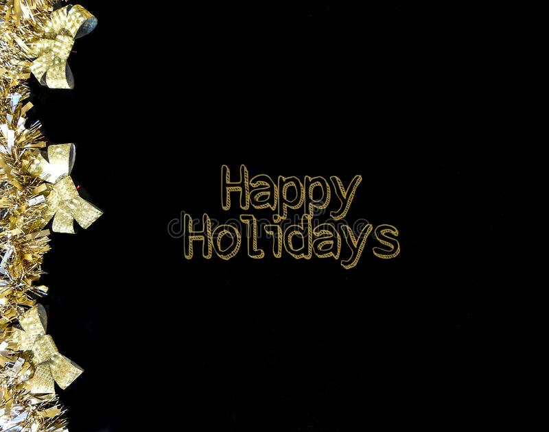 Garland Gold Y Bows Happy Holidays Text Black Background imagen de archivo