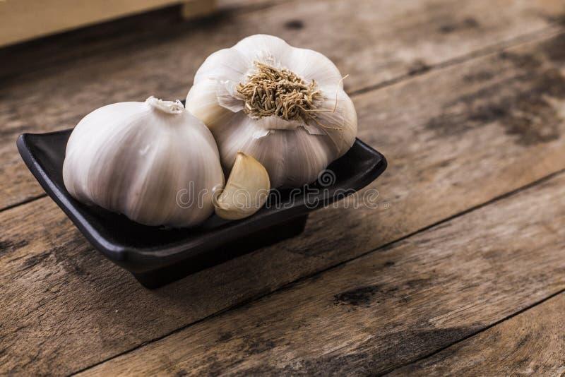 garlic Cravos-da-índia de alho e bulbo do alho fotografia de stock