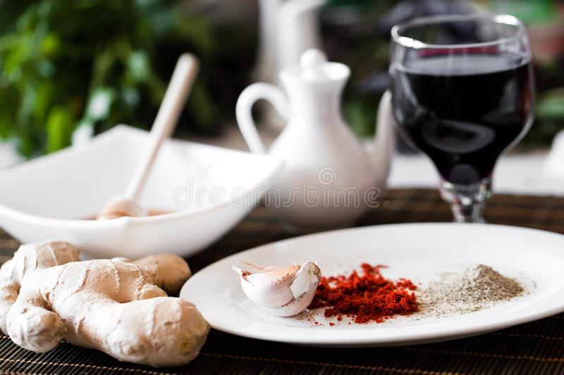 Garlic On A Plate Royalty Free Stock Image