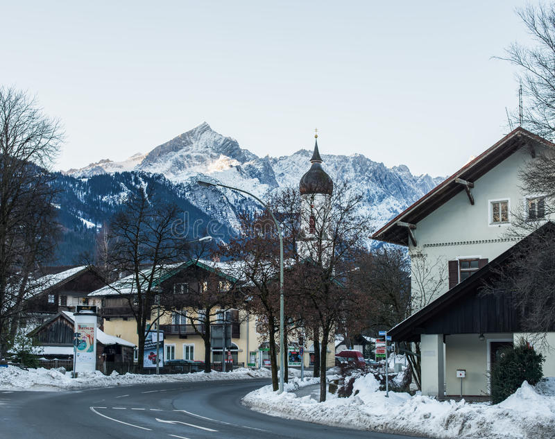Garmisch-Partenkirchen miasteczko w Bawarskich Alps w Niemcy zdjęcie stock