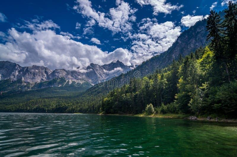 Garmisch-Partenkirchen - vista ao lago Eib, Baviera, Alemanha imagens de stock