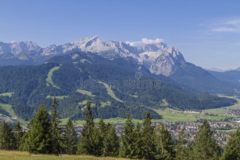 Garmisch y Zugspitze imágenes de archivo libres de regalías