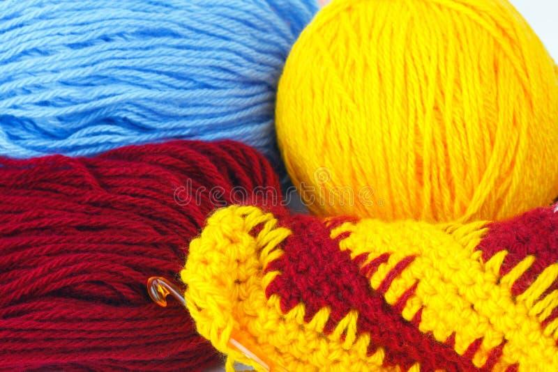 Garn für das Stricken der warmen Kleidung lizenzfreies stockbild