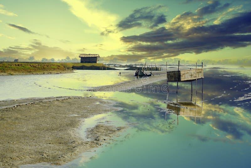 Garnalen de landbouwmeer in Satkhira stock foto