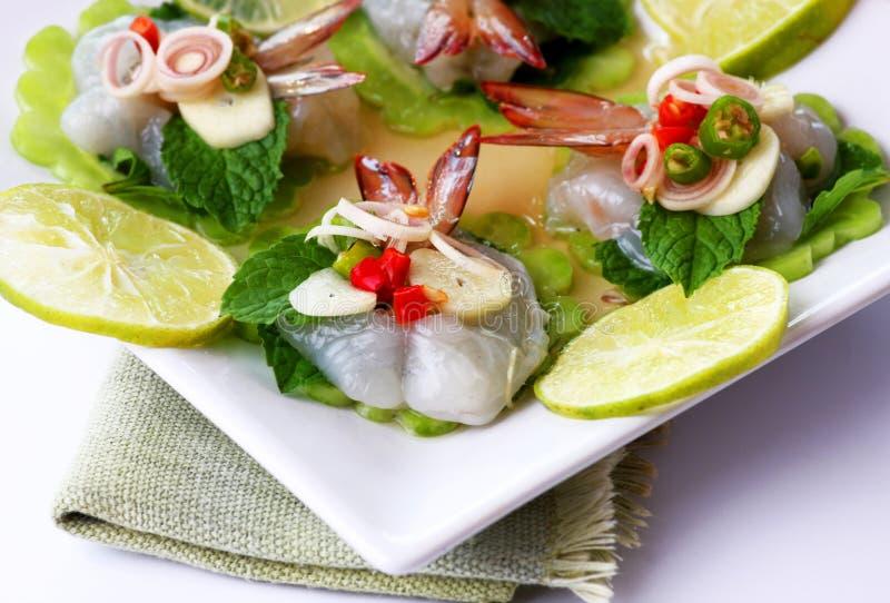 Garnalen in het Thaise overzeese voedsel van de vissensaus royalty-vrije stock afbeeldingen
