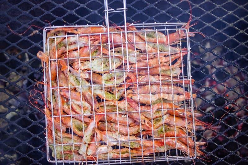 Garnalen op de barbecue stock afbeelding