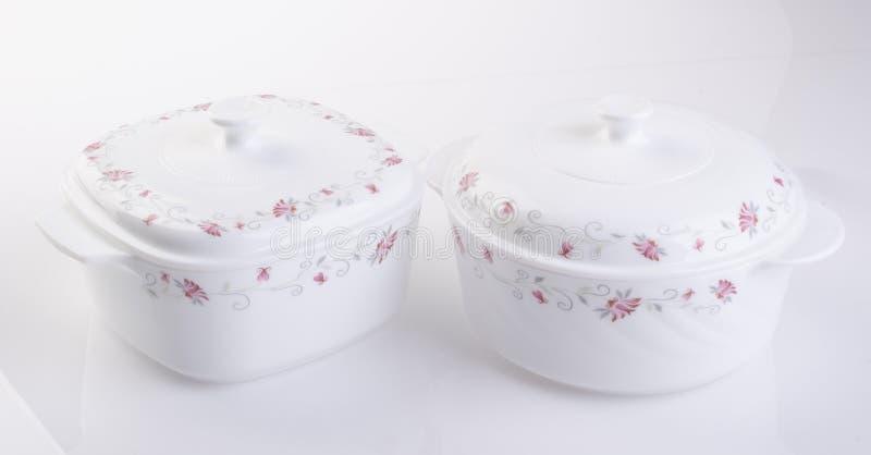 Garnek, Ceramiczny karmowy garnek na tle obraz stock