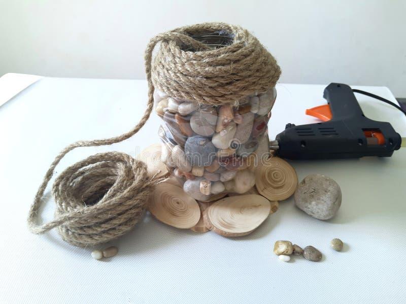 Garnek robić kamienni i naturalni materiały zdjęcie stock