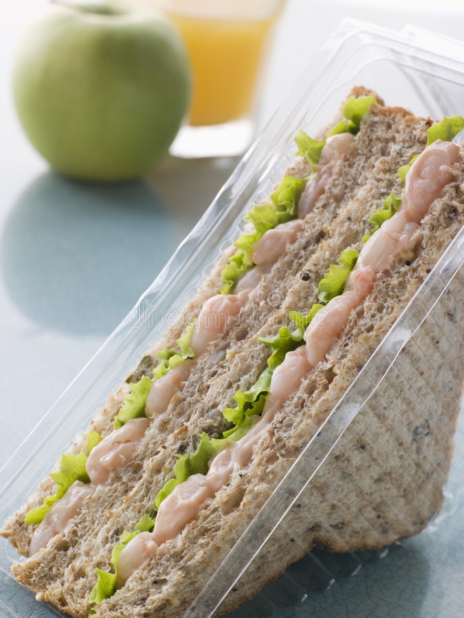 Garnele Marie Rose und Salat-Sandwich stockfotos