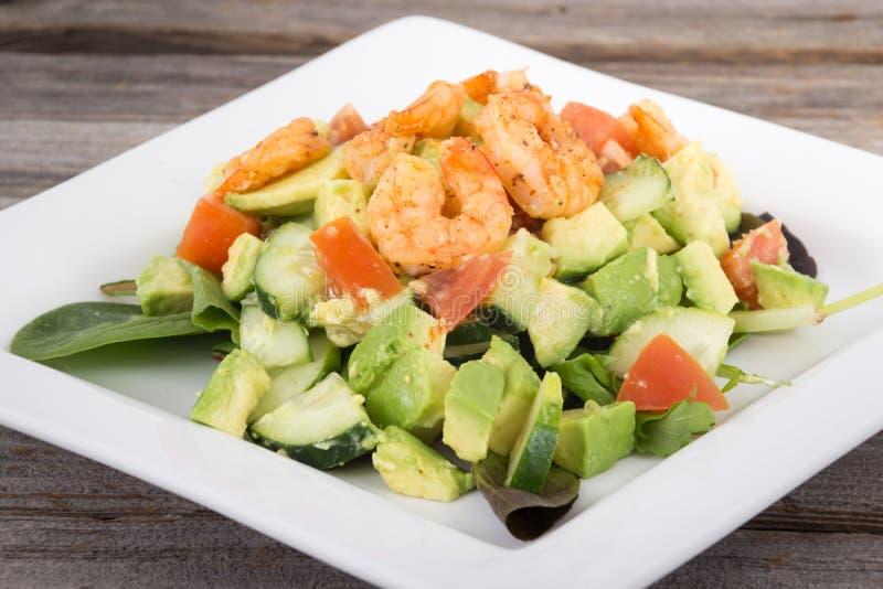 Garnele- und Avocadosalat stockbilder