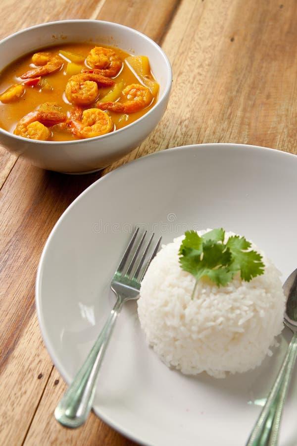 Garnelecurry mit Reis. lizenzfreie stockfotos