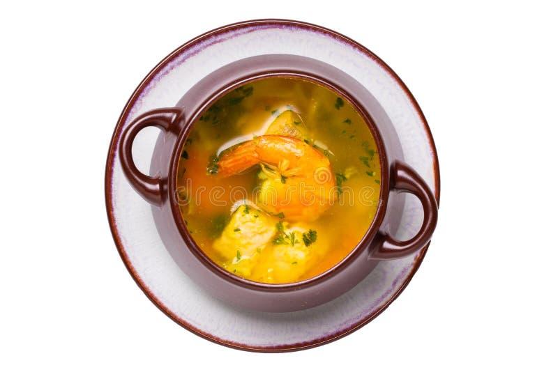 Garnelen, Krake und Kalmar Makro der frisch gekochten Mittelmeerfischsuppe mit Lachsen und Garnelen in einer braunen keramischen  stockbilder