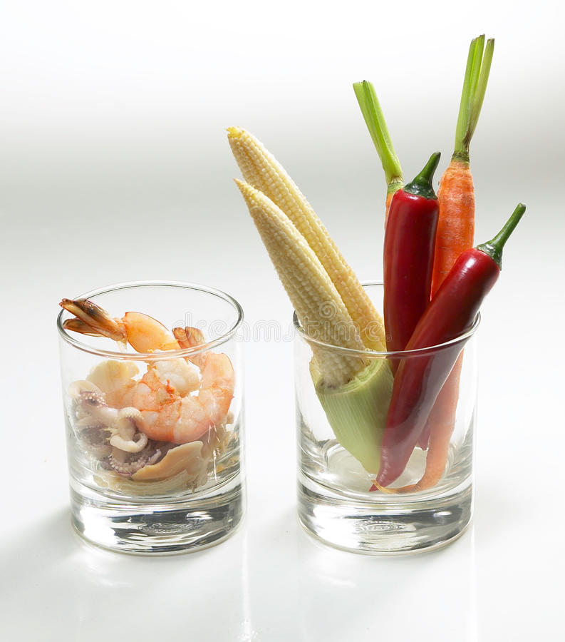 Garnelen und Gemüse stockfotos