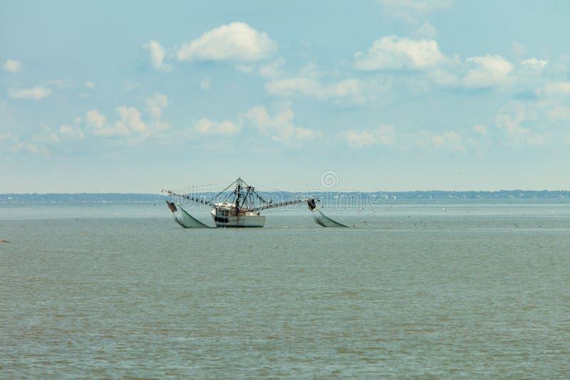 Garnelenboot in South Carolina lizenzfreie stockfotos