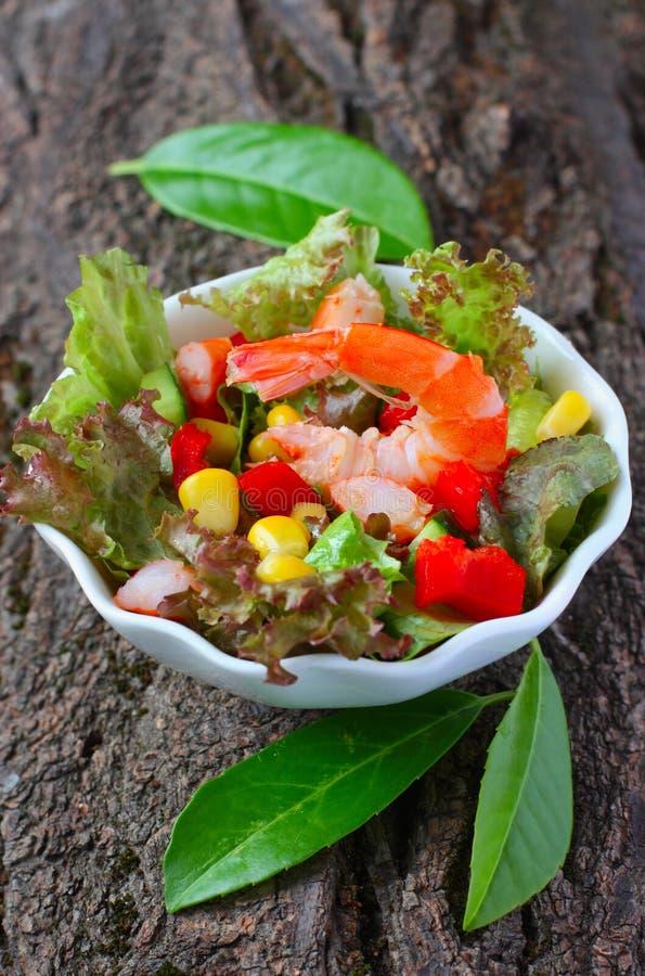 garneli sałatkowi warzywa obraz stock