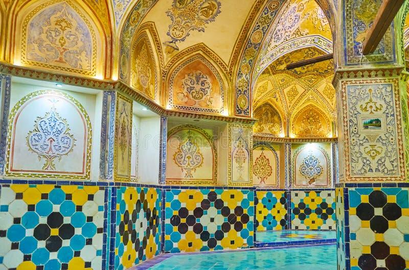 Garnering av att klä Hall av det Qasemi badet, Kashan, Iran royaltyfri fotografi