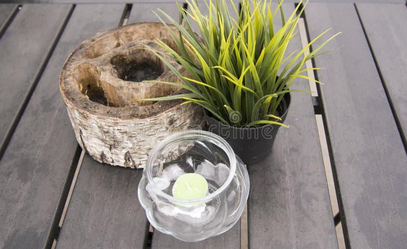 garnering av tabellen i utomhus- kafé arkivfoton