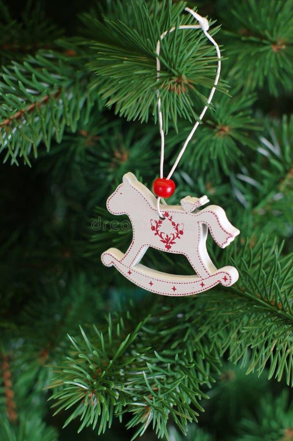 Garnering Cristmas för nytt år på röd och grön backgound royaltyfri bild