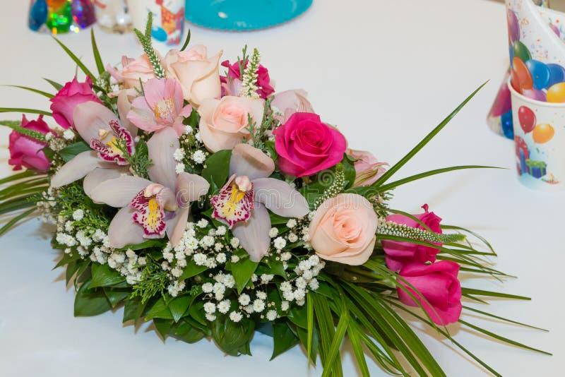 Garnering för blomma för födelsedagparti royaltyfri bild