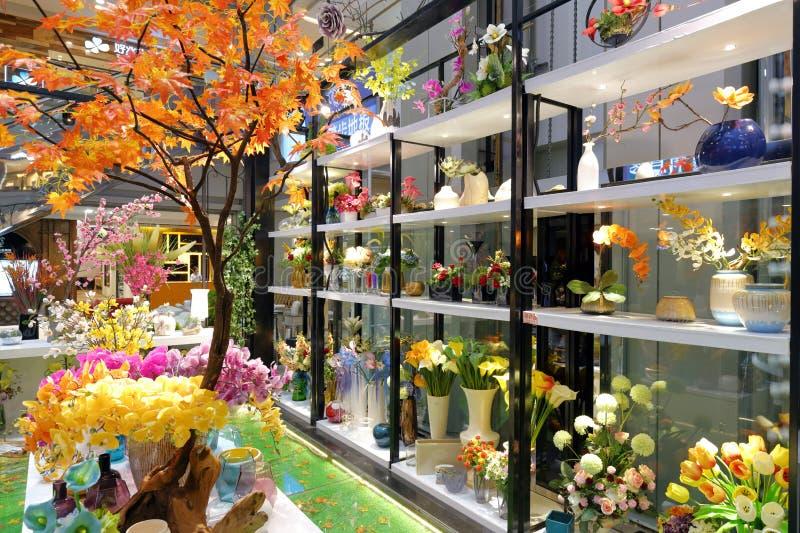 Garnering för den konstgjorda blomman shoppar fotografering för bildbyråer