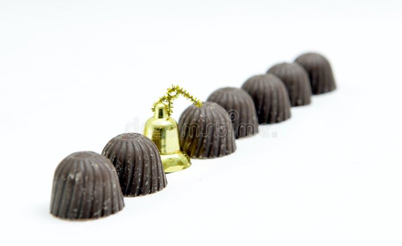 garnering för sötsaker och för jul för chokladgodisar som isoleras på en vit royaltyfri bild