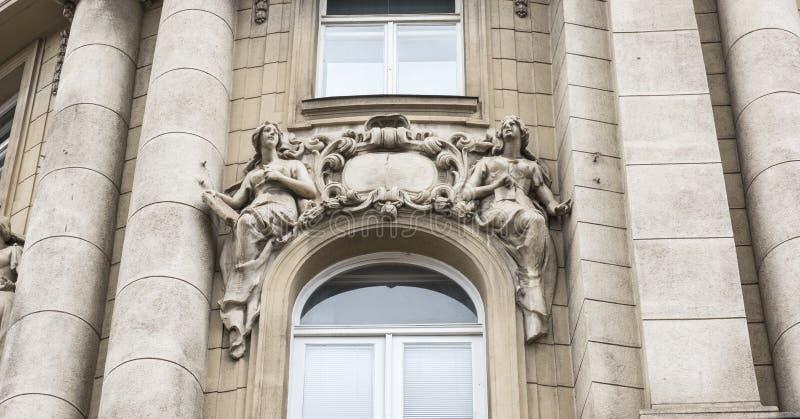Garnering på fasaden arkivbild