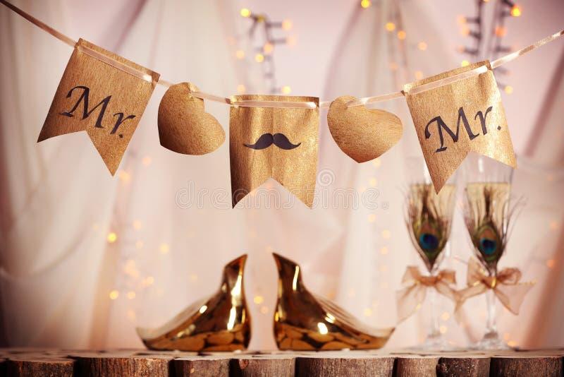 Garneringar för glat bröllop royaltyfri foto