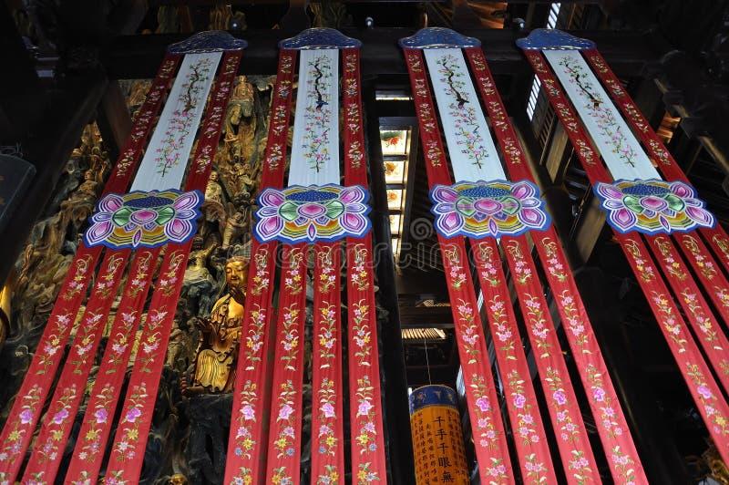 Garneringar och prydnader från den Jade Buddha Temple inre i Shanghai royaltyfria bilder