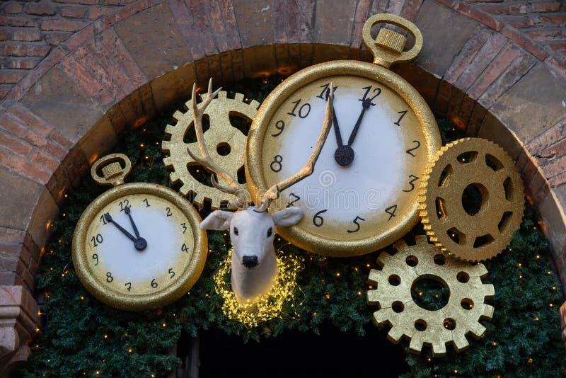 Garneringparti för slutet av året, midnatt negativ fem minuter royaltyfri bild