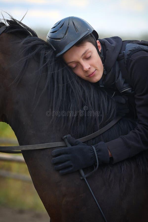 Garoto adolescente com cavalo imagens de stock royalty free