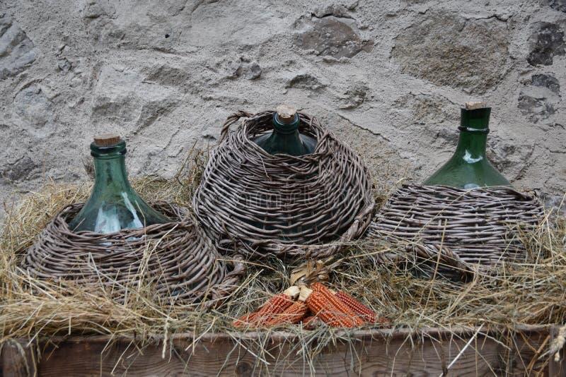 Garrafão na vila velha Rango Trentino da cidade, seleção uma da vila a mais bonita em Italia foto de stock