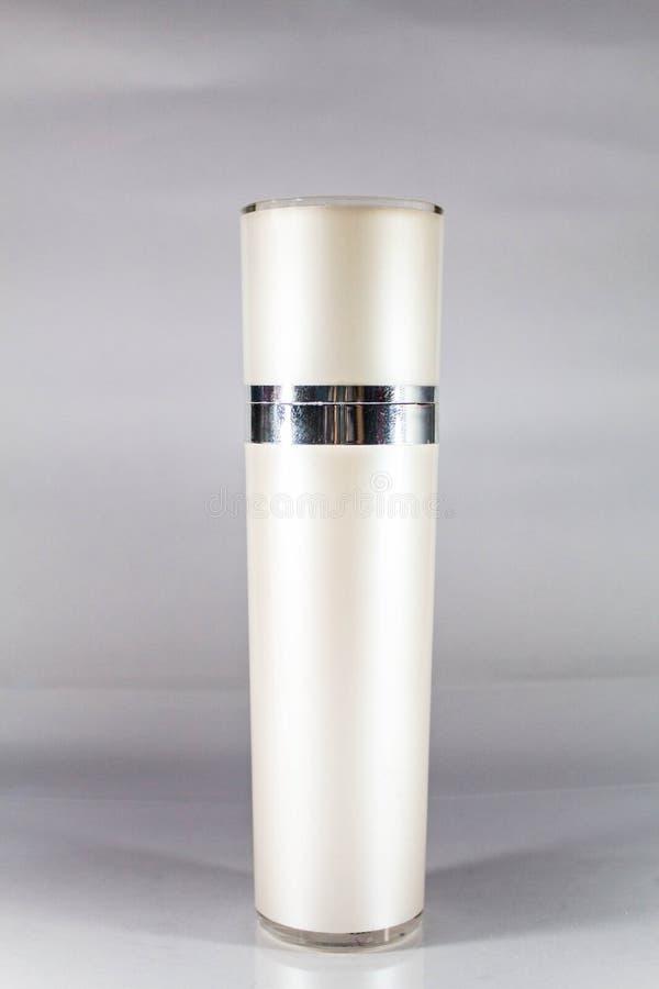 Garrafa cosmética branca imagens de stock royalty free
