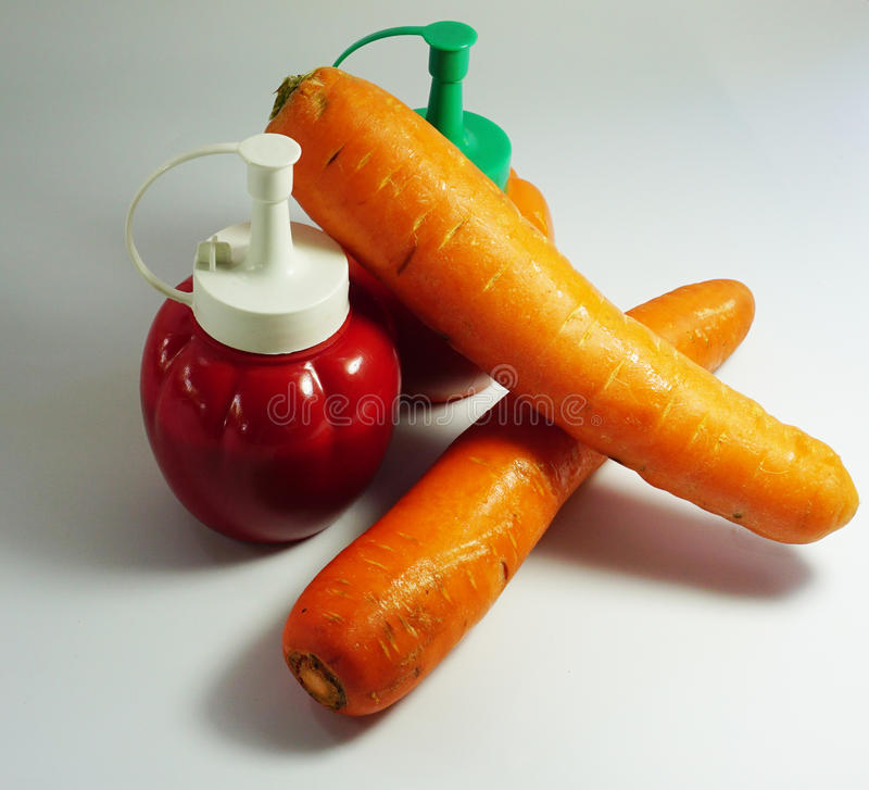 Garrafa da cenoura e do tomate imagens de stock royalty free