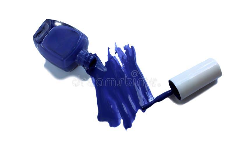 Garrafa da composição, verniz para as unhas ou projeto cosmético do tratamento de mãos no azul imagens de stock