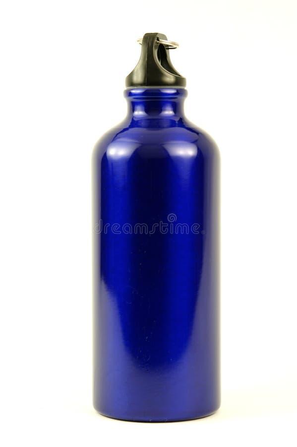 Garrafa de água de alumínio azul fotografia de stock