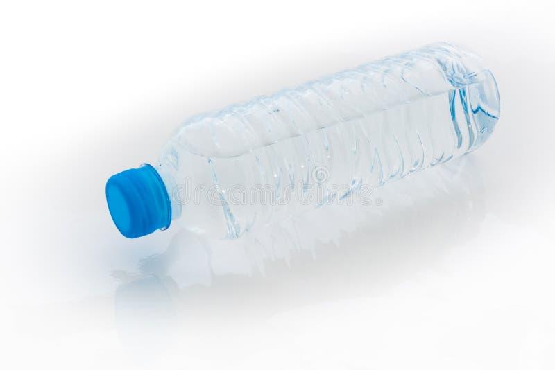 Garrafa de água no fundo branco fotos de stock royalty free
