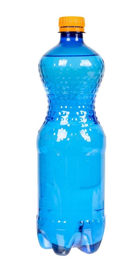 Garrafa de água plástica azul com o tampão alaranjado, isolado no fundo branco imagem de stock