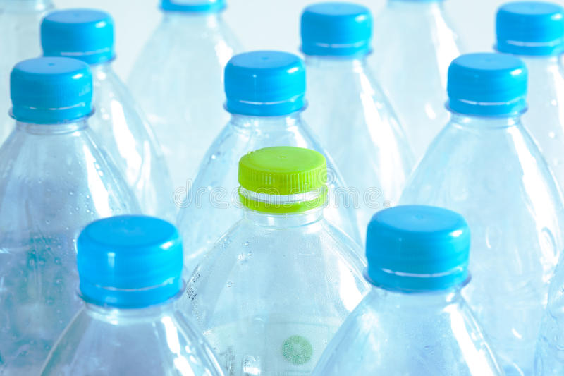 Garrafa de água plástica usada fotos de stock royalty free
