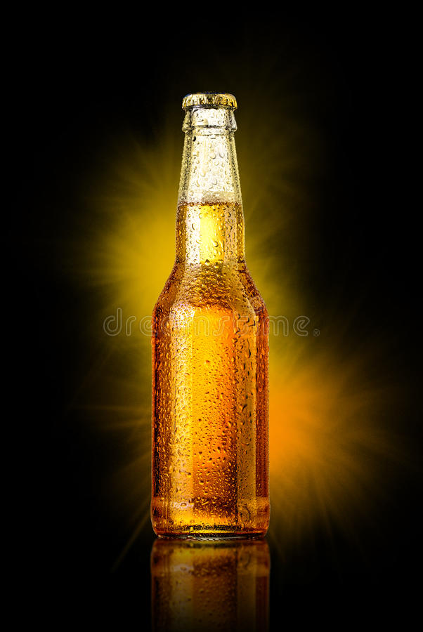 Garrafa de cerveja fria fotografia de stock