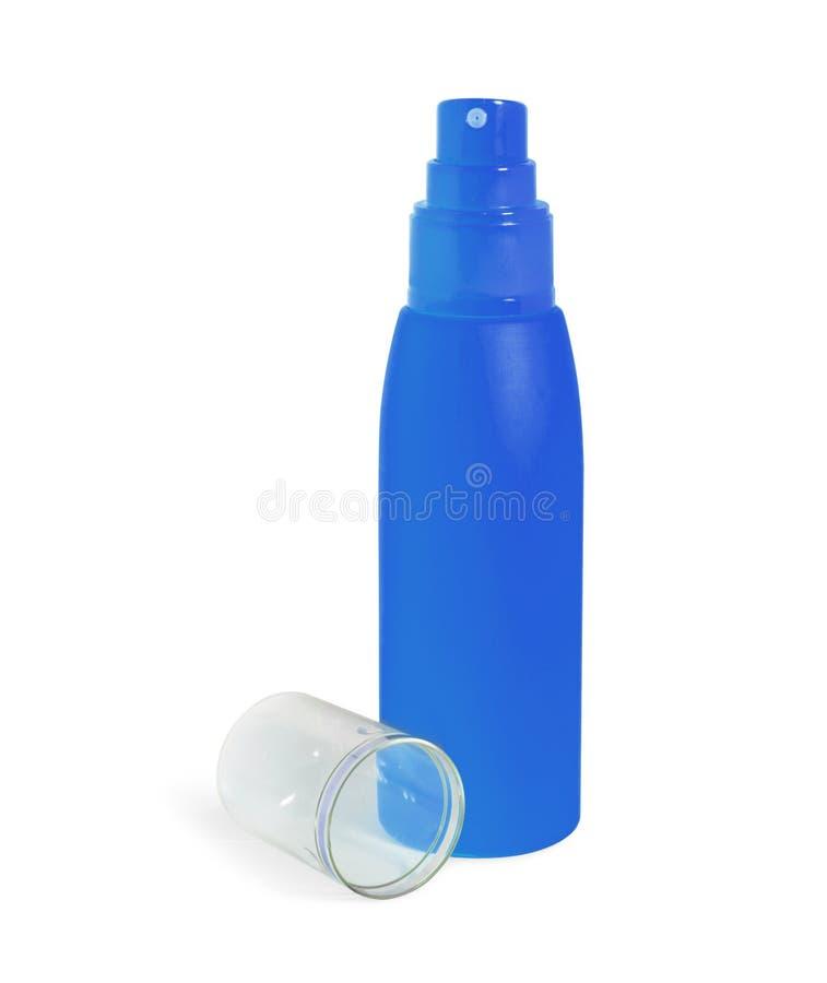 A garrafa de creme cosmética azul, pulverizador abriu isolado no backg branco imagem de stock