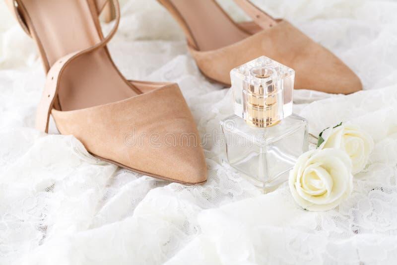 Garrafa de perfume para noivos Beleza do accessorie do casamento imagens de stock royalty free